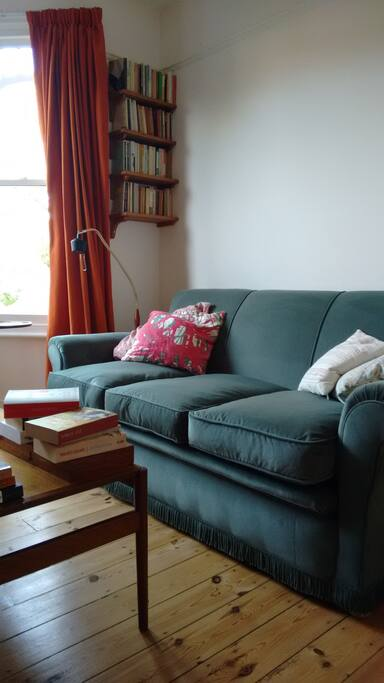 """Living room """"Dan was a very nice and warm person and made us feel really at home."""" ***** (Francis, Holland)"""