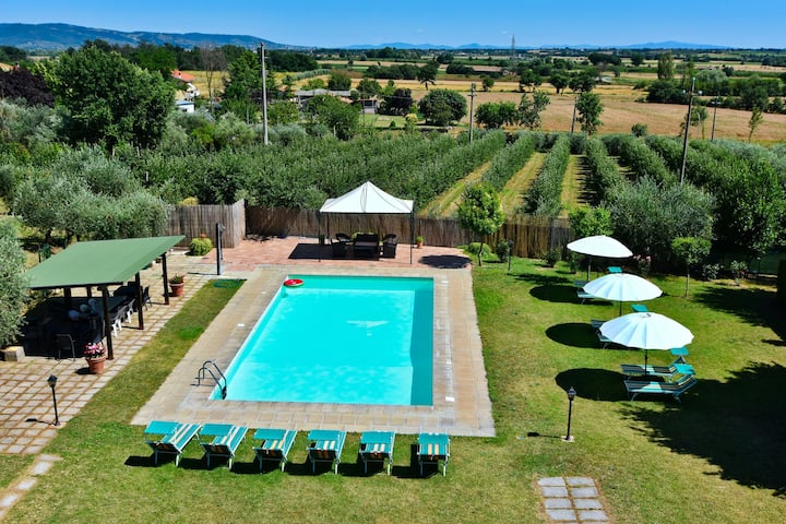 Villa with private swimming pool, ideal base for exploring Tuscany