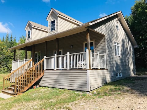*Family cottage*Back to nature*100acres*trails*3BR