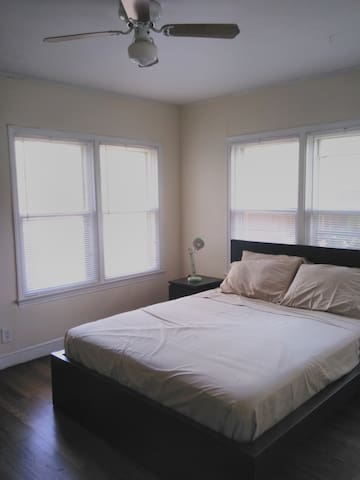 Private room in hostel near TCU.