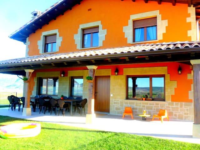 Casa rural cerca del Nacedero del Urederra,Navarra