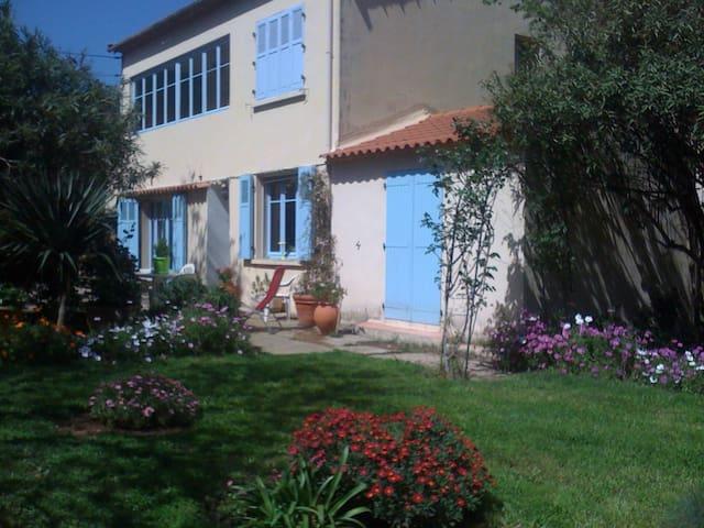 Villa T4 familiale avec clim,grand jardin au calme
