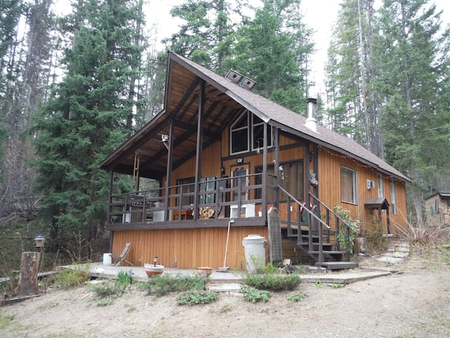 Cabin / Cottage on Small Mountain Lake - Peachland - Kisház