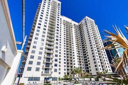 Heart of Brickell 3 Bedroom - Miami - Condominium