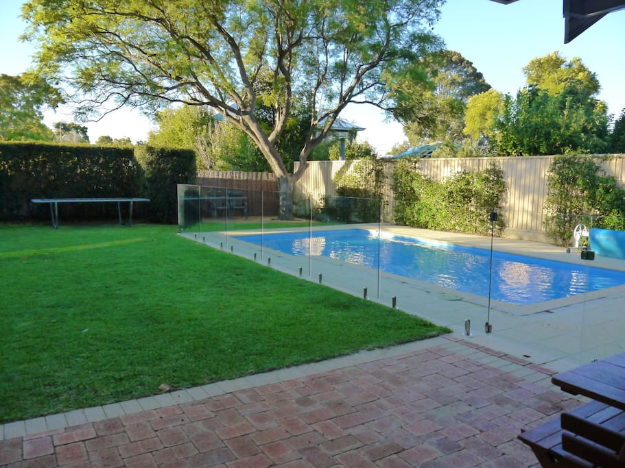 Warm family friendly perth home houses for rent in for Pool show perth 2015