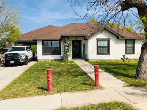 Entire house 3bed, 2 ba. comfortable home