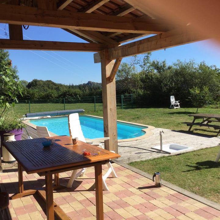 Très jolie gîte rural et piscine dans une fermette