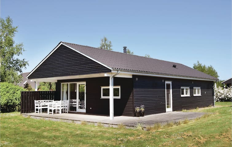 Holiday cottage with 4 bedrooms on 100m² in Humble