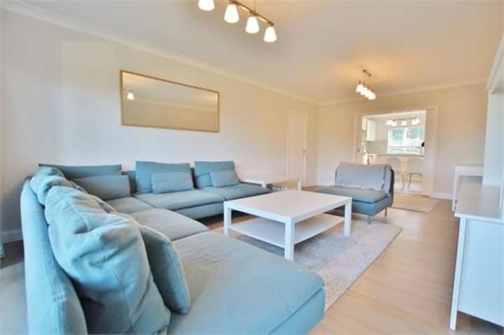 Luxury Apartment in an upmarket area of Cardiff.