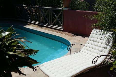 T2 rez de jardin piscine 2-4 pers - Saint-Mandrier-sur-Mer - Wohnung
