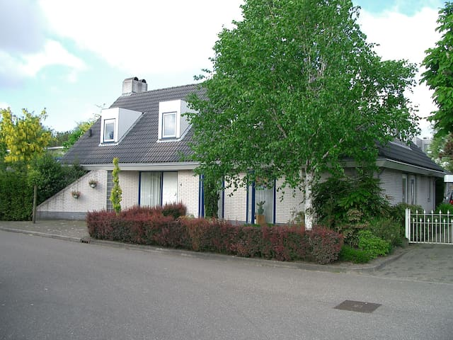 Leusden next to Amersfoort, shared facilities - Leusden - Bungalow