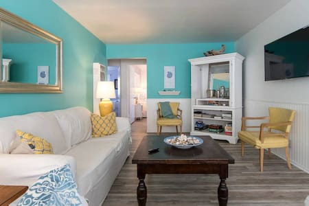 Original Beach Cottage: Beach Access Lane ~ Cute and Cozy!