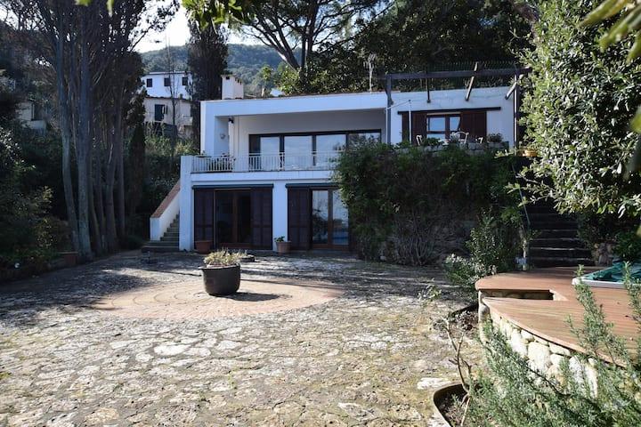 """Villa Aurora"" with Beach Access, Sea View, Garden & Terrace; Parking Available, Pets Allowed"