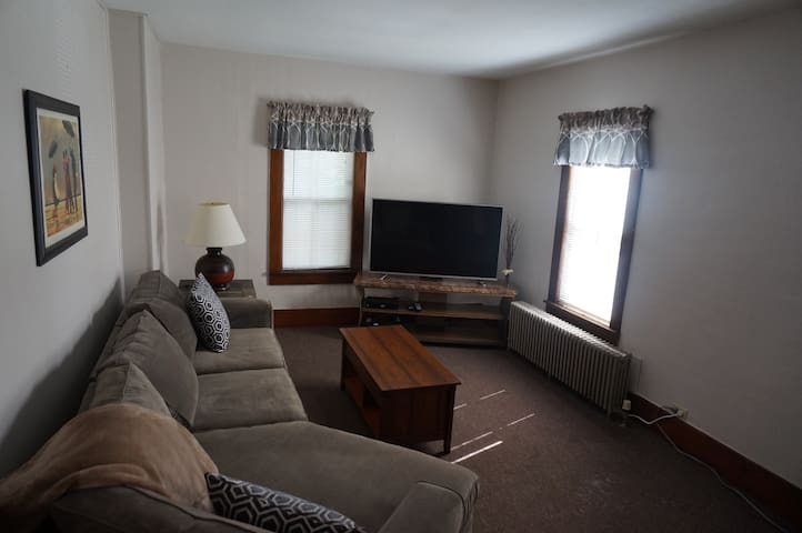 Fully Furnished 2 Bed Apt near Papermill Island