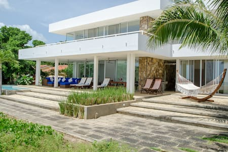 Southern Dream: Luxury 4br Surf Front Villa