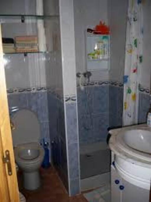 BAÑO CON WC, REGADERA Y LAVA MANOS