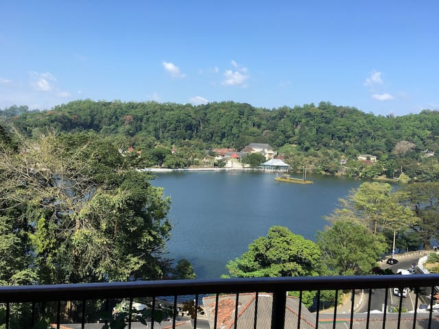 Central and Bright Apt with view - Kandy - Apartment