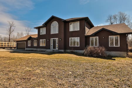 Big Fabulous Rustic Modern Home! - Sherwood Park