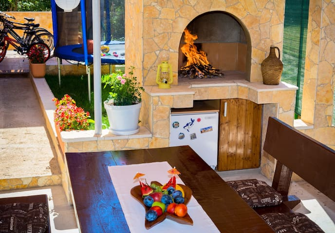 OUTDOOR FIREPLACE AND FRIDGE FULLY FILLED WITH NATURAL STILL & SPARKLING WATER, JUICES, FIZZY DRINKS, BEERS...