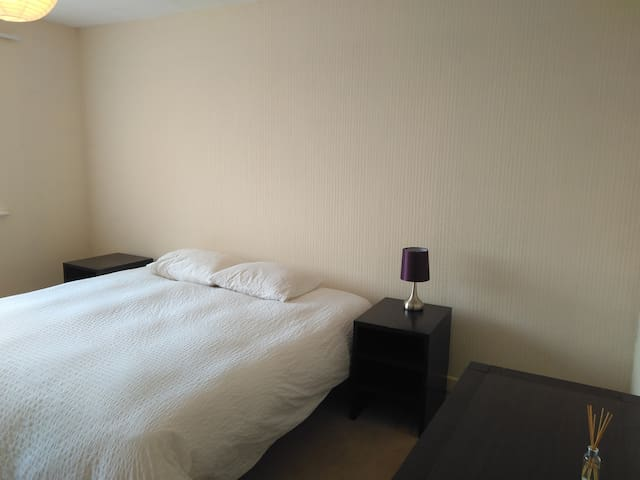 Spacious room with good connection to city centre