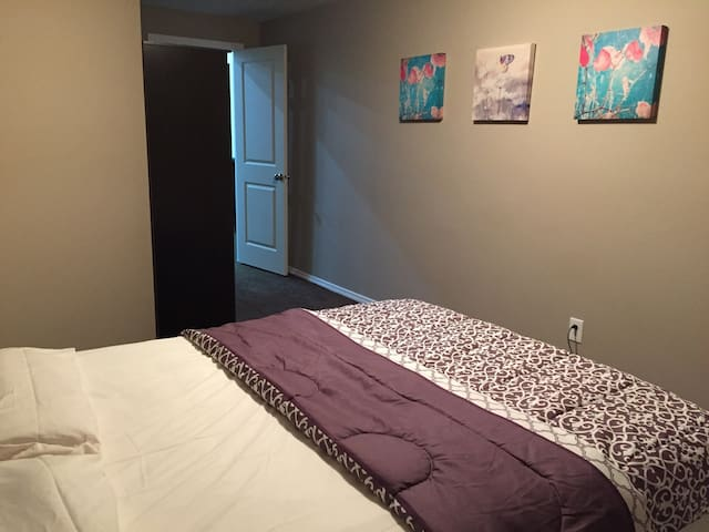 Private,Family Friendly and Cozy 2 bedroom suite ! - Winnipeg - House
