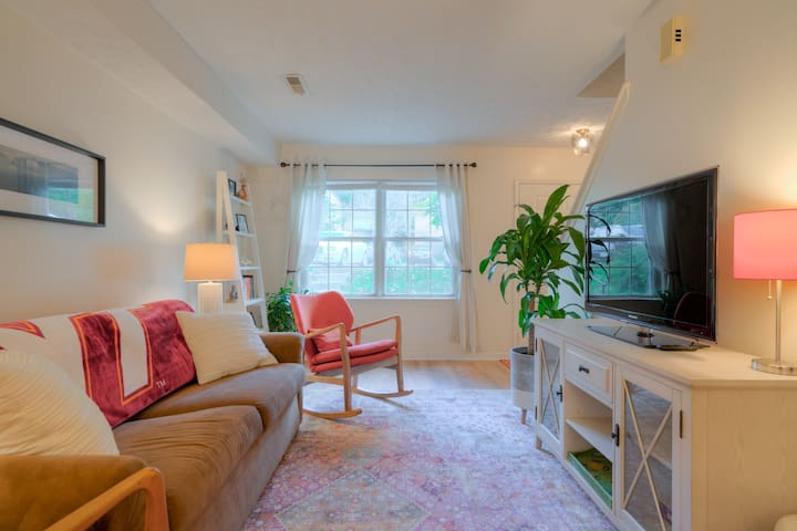 Convenient Location - Blacksburg Condo - 2BR 1.5BA