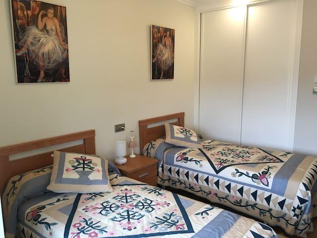 Habitación amplia a 500 m.playa - Baiona - House