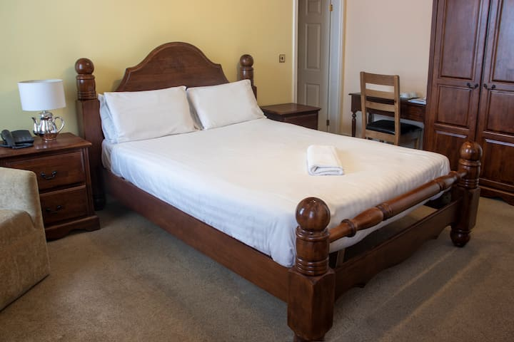 Double Room with Shower - Shakespeare Hotel