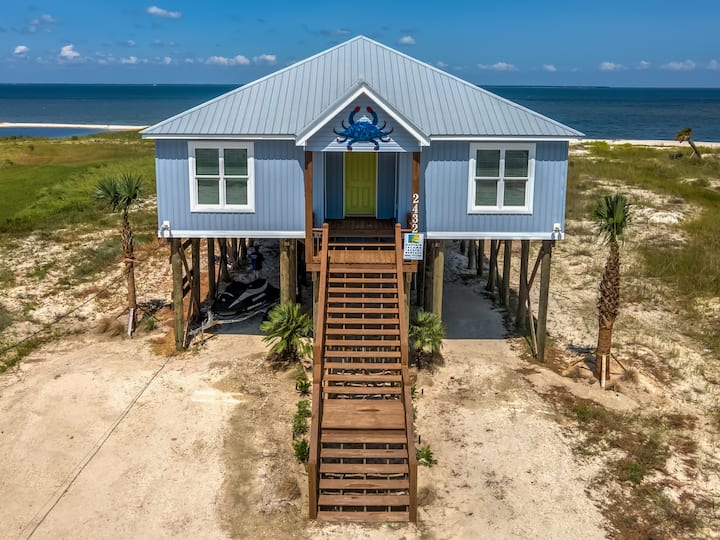 The Blue Crab – Gulf and bayfront access! Outdoor games, modern style!