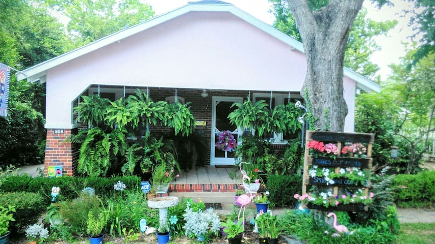 Quaint Cottage in Downtown North Augusta, SC