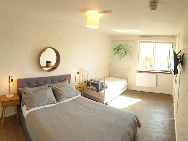City apartment, Great location, free bus & wifi