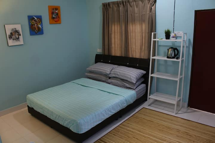 Basic Hideout Room For Couple/Family #2