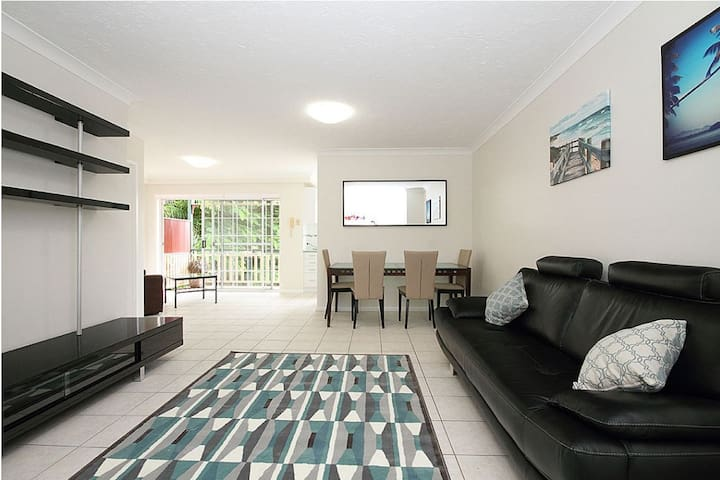 Self-contained Coorparoo Apartment - Coorparoo - Lägenhet