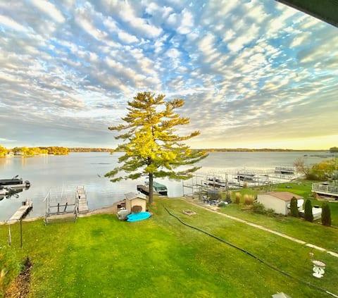 Pewaukee Lake Home-Panoramic Lake Views With Pier
