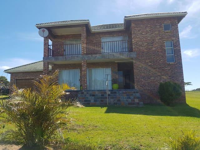 Spacious Cove Rock County Estate House