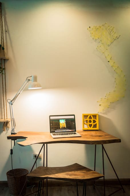 Working corner, experience the wooden feeling