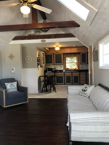 Captains Quarters - home with lake views