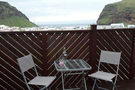 Loft apartment in Vestmannaeyjar - Appartement