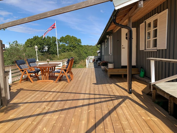 Solrik hytte med sjøutsikt på Vesterøya