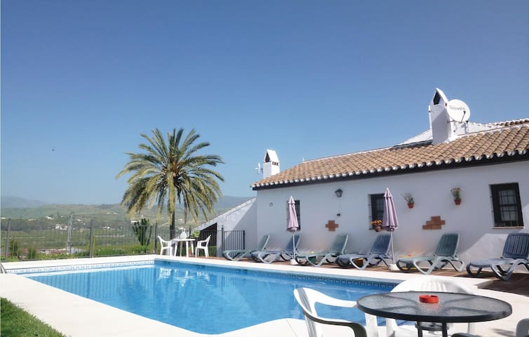 Holiday cottage with 7 bedrooms on 284m² in Pizarra