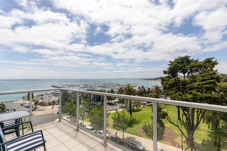 Geelong Waterfront Penthouse Apartment