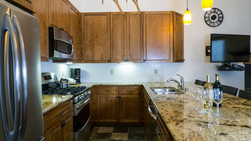 *NO GUEST SERVICE FEE* 2Br/2Ba: Overwhelming Charm, Overlooking the Village!