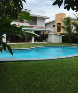Casa La Paloma ,Club Santiago, Manzanillo,Col.