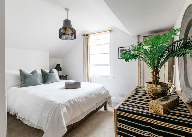 Peaceful loft apartment, in the heart of Bristol