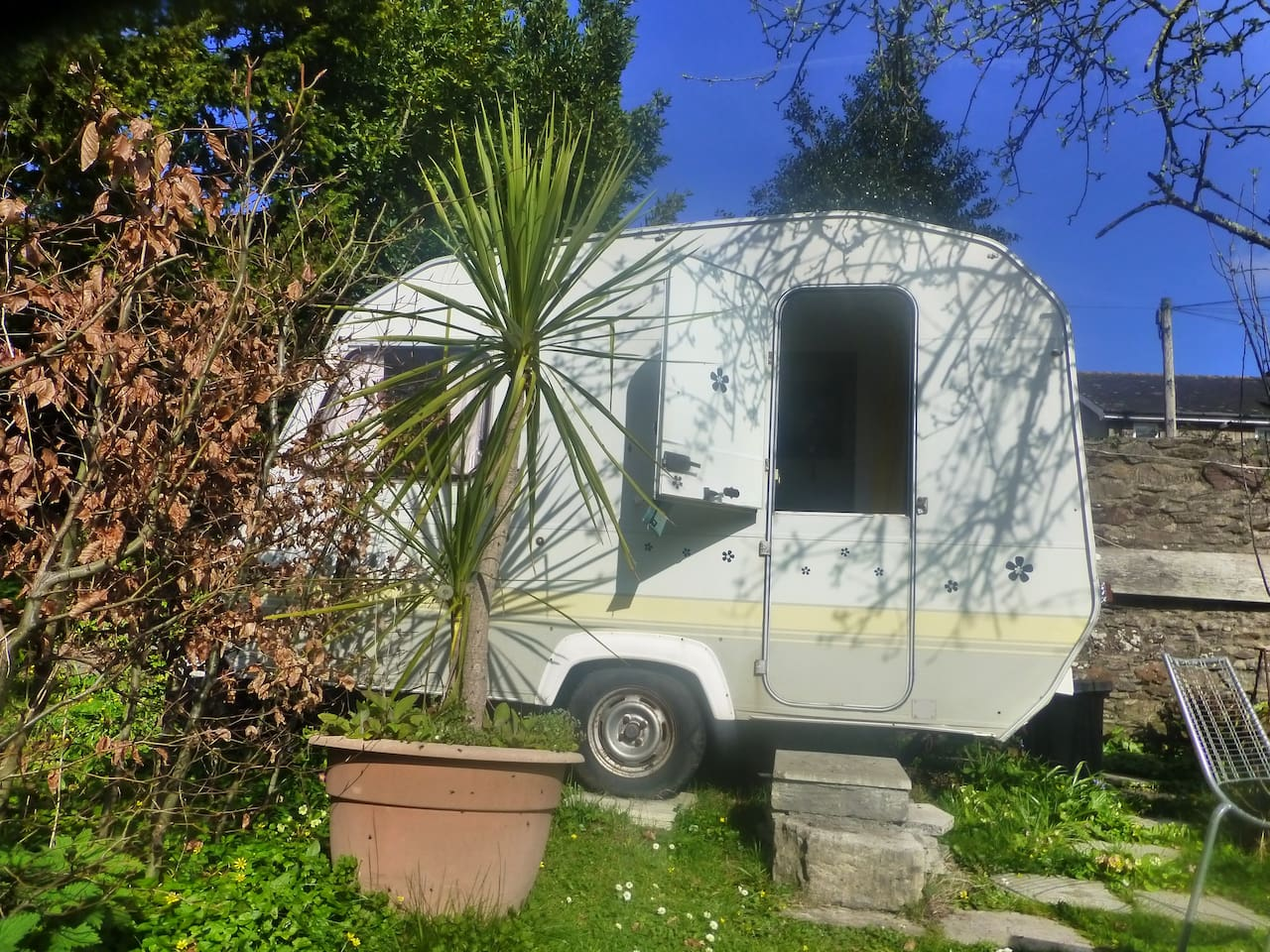 LOVELY COMPACT CARAVAN FOR 2