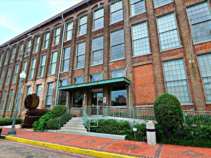 Stylish Arts District Loft in Historic Building
