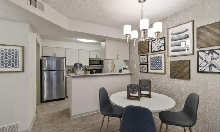 1BR luxury apt centrally located in Englewood