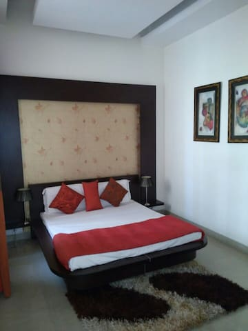 1Room in Taj View Flat with 4* features@ low price