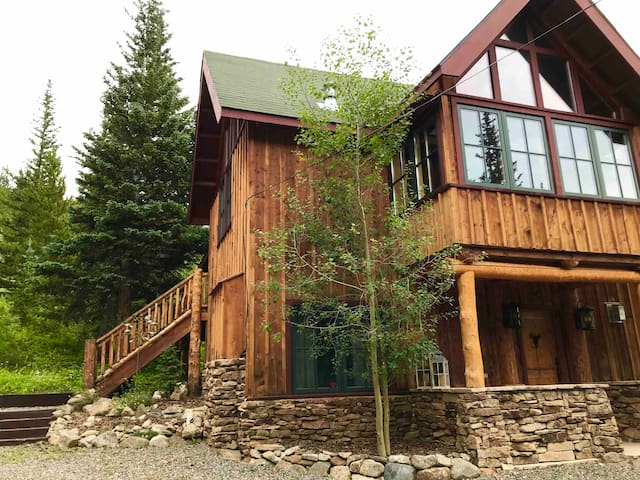 Stunning Mountain Home-Amazing Views on A Glaicer