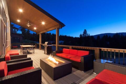 Modern Montana cabin, sleeps 12, walk to marina